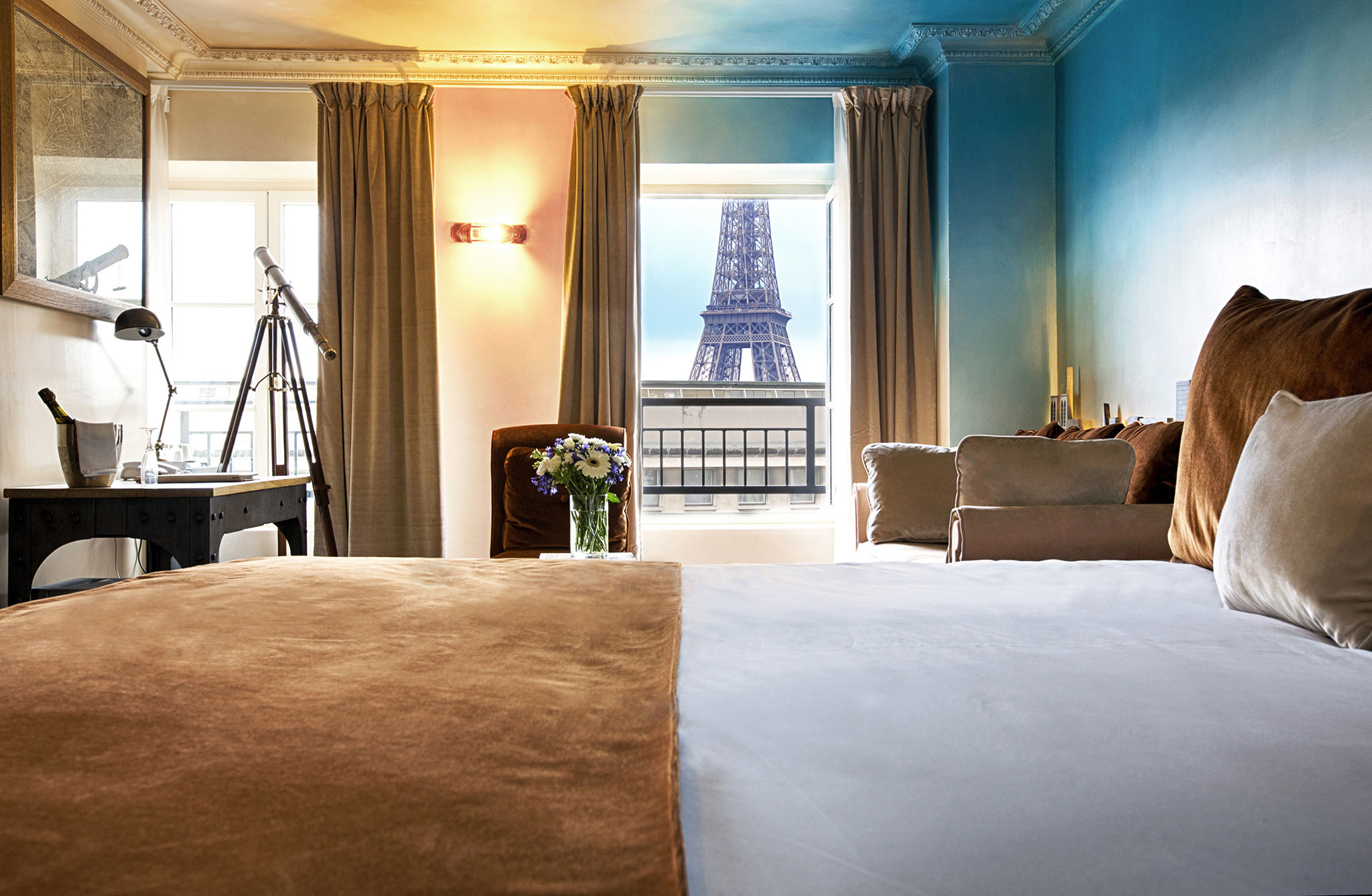 Cheap hotels rooms in paris france near eiffel tower for Hotel close to eiffel tower